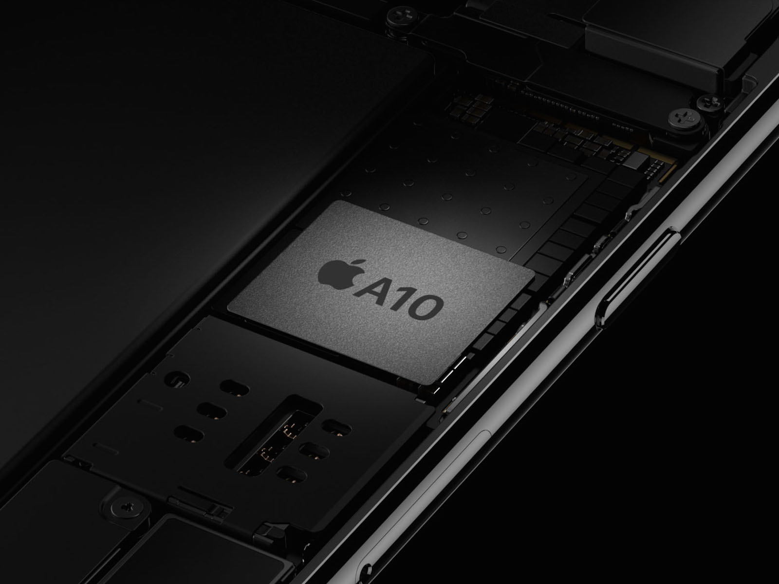 iPhone 7、iPhone 7 Plus プロセッサ A10 Fusion