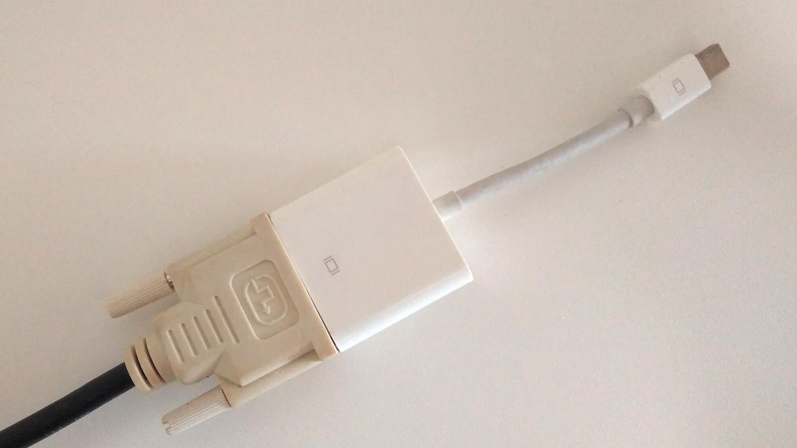 MacBook Pro 外部モニター2台 トリプルディスプレイ DVI