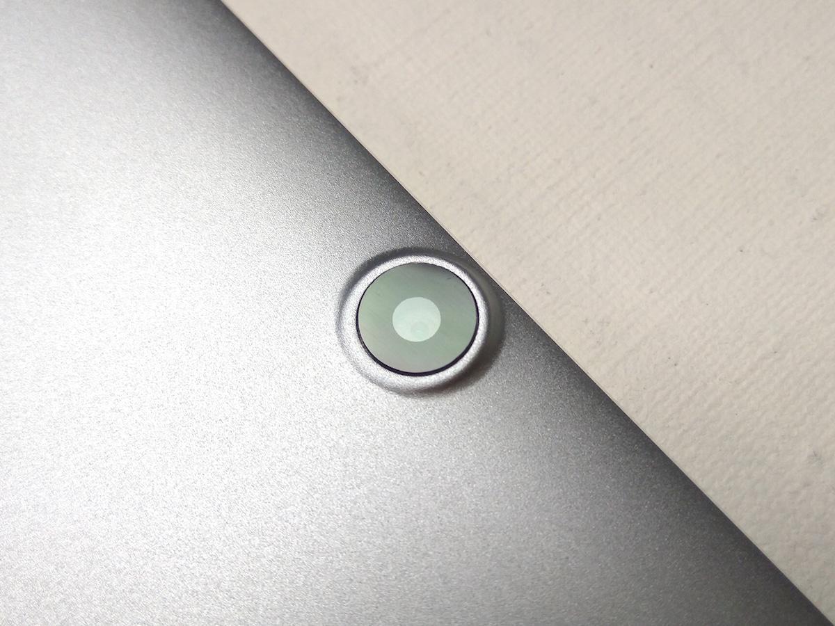 CHUWI Hi10 Plus 本体外観 背面カメラ
