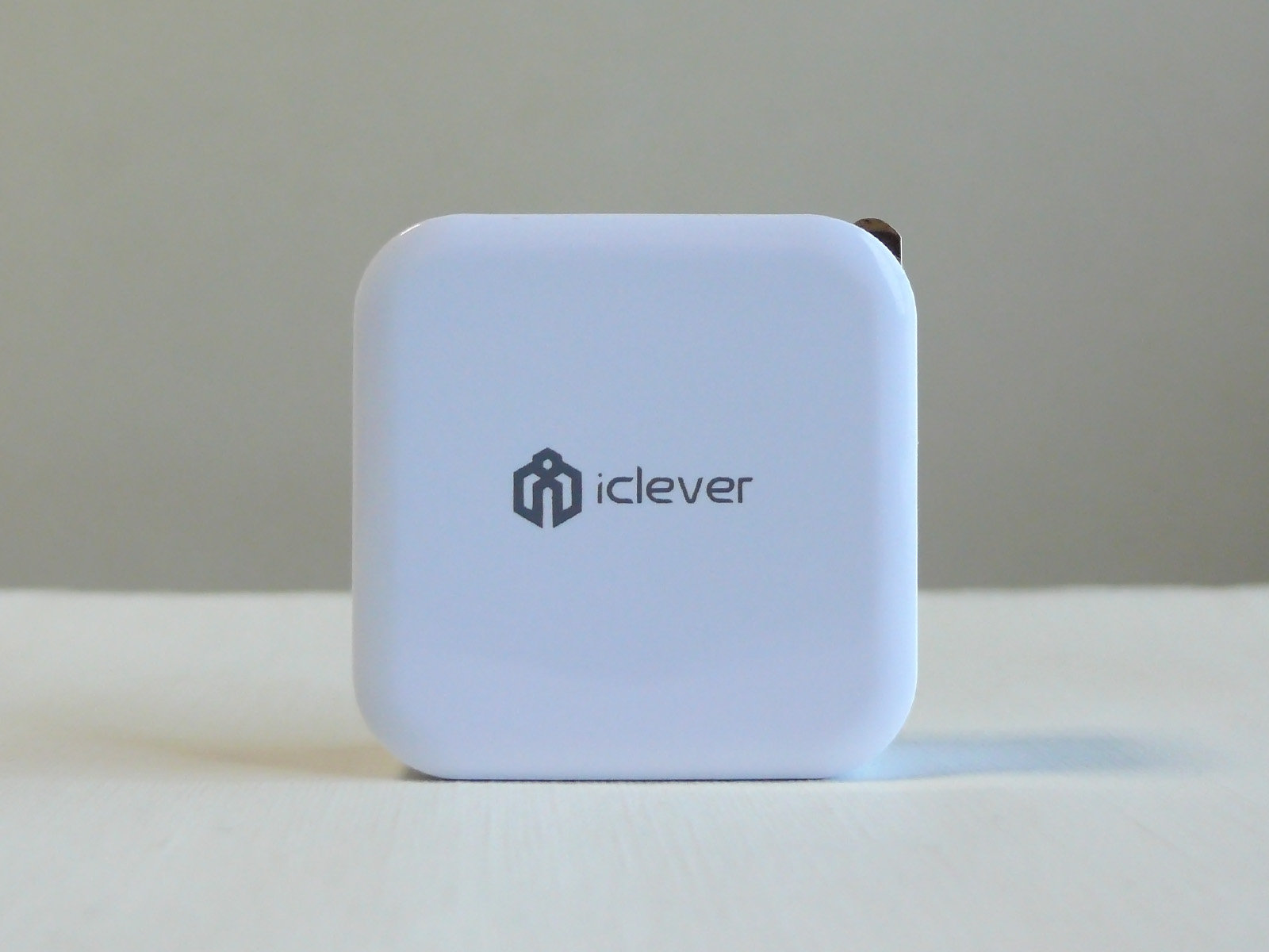 iClever USB充電器 ロゴ