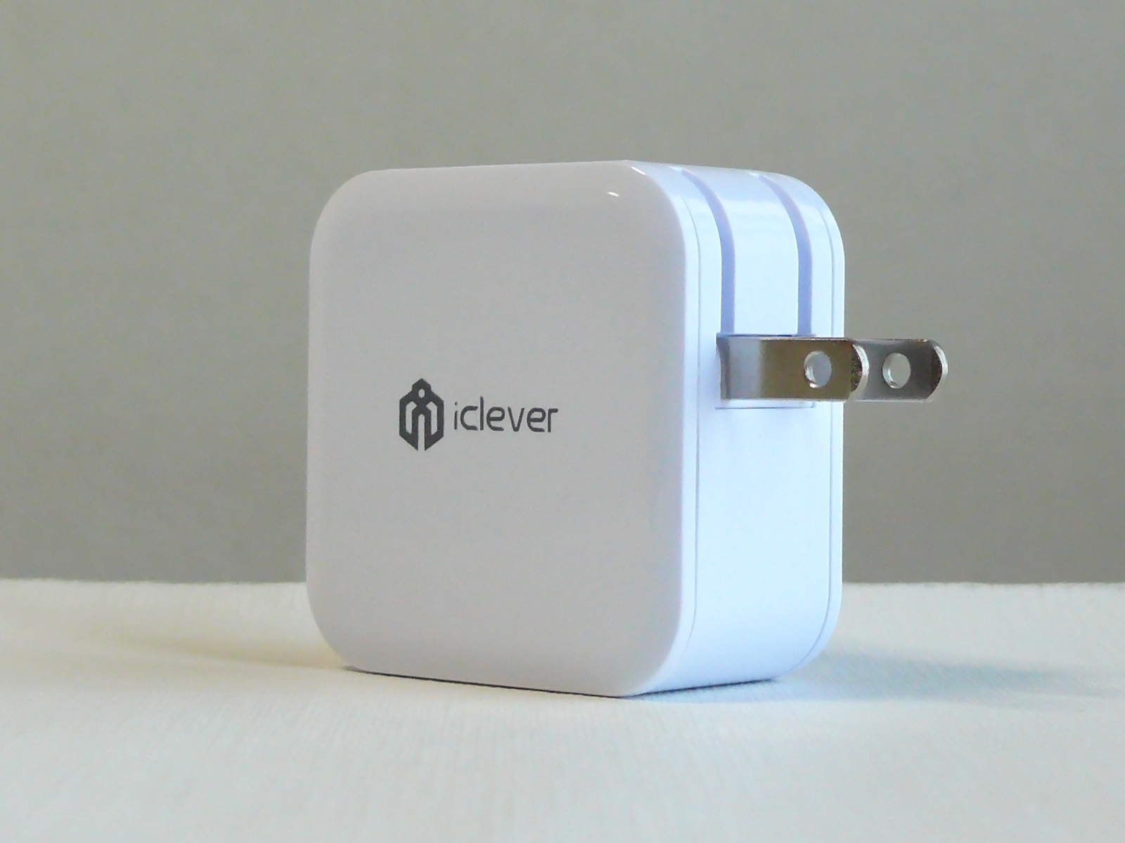 iClever USB充電器 プラグ部分