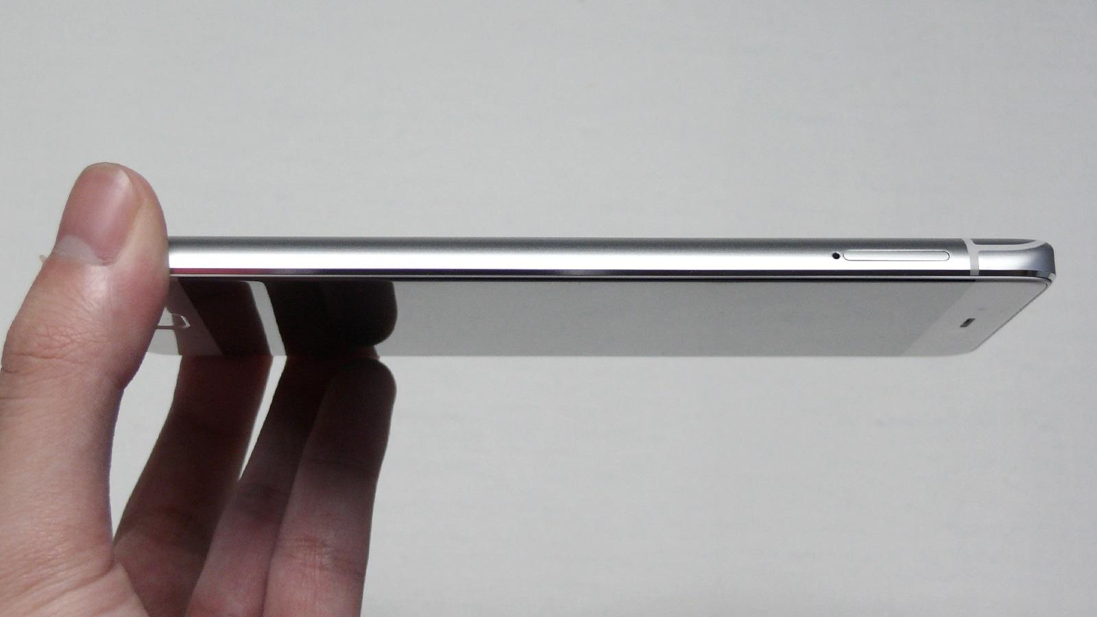 Xiaomi Mi5s 左側面