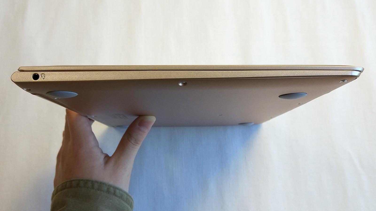 Jumper EzBook Air 左側面