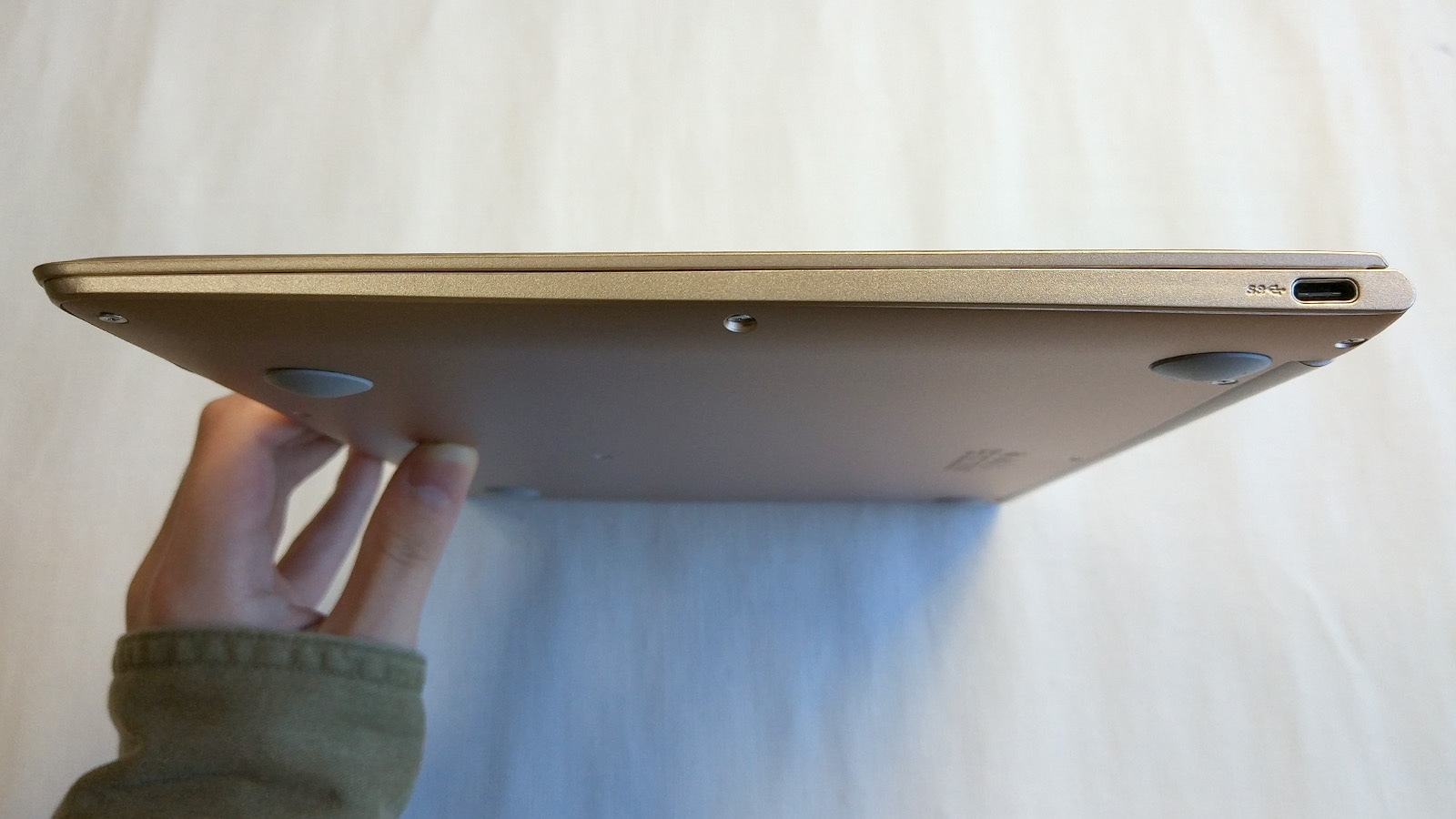 Jumper EzBook Air 右側面
