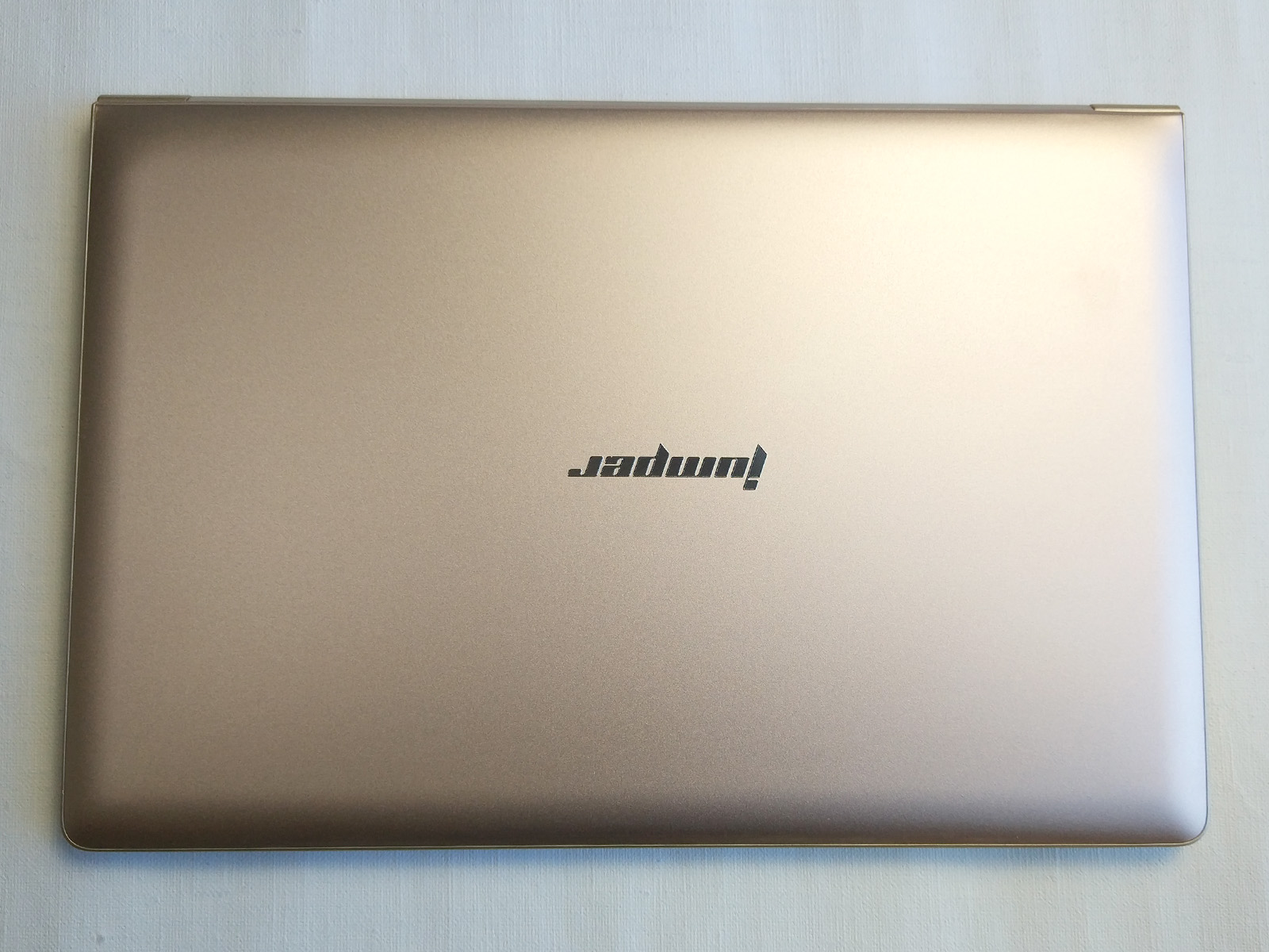 Jumper EzBook Air 天板