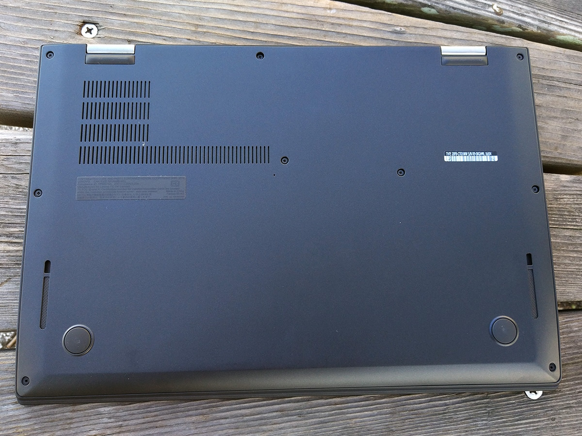 Lenovo ThinkPad X1 Carbon 裏面