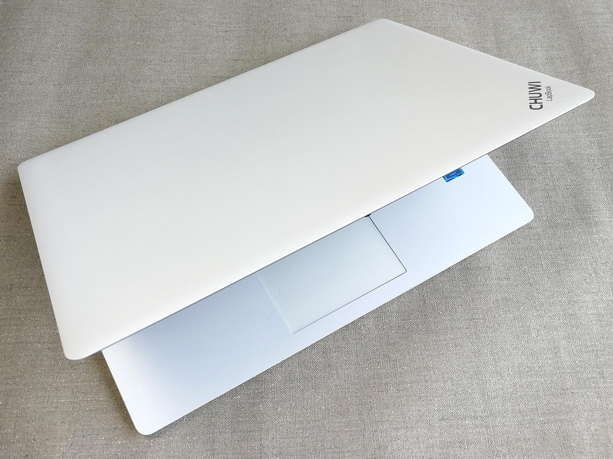 CHUWI LapBook 14.1 白いボディ