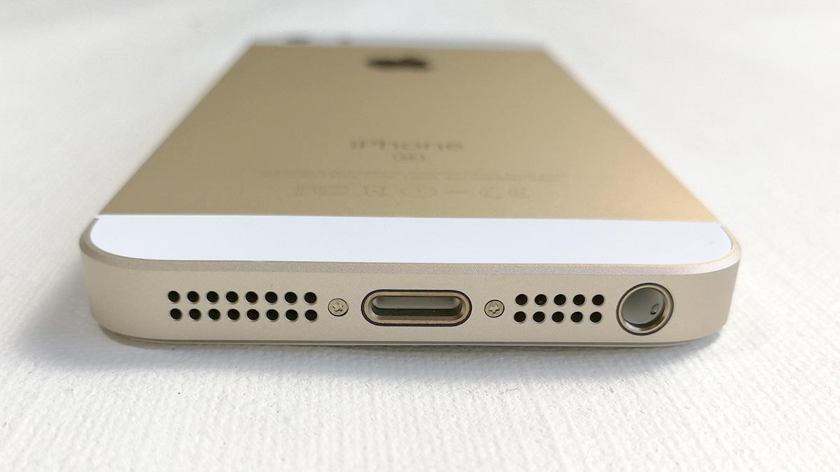 iPhone SE 底面