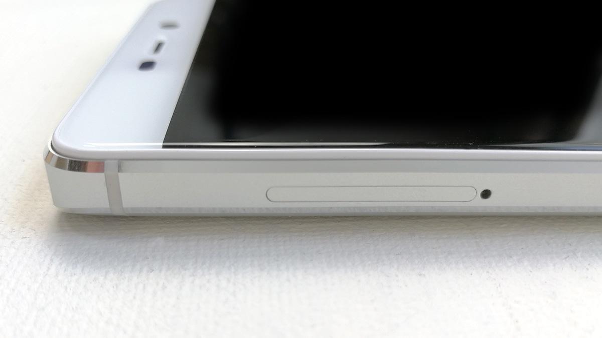 Xiaomi Redmi 4 左側面