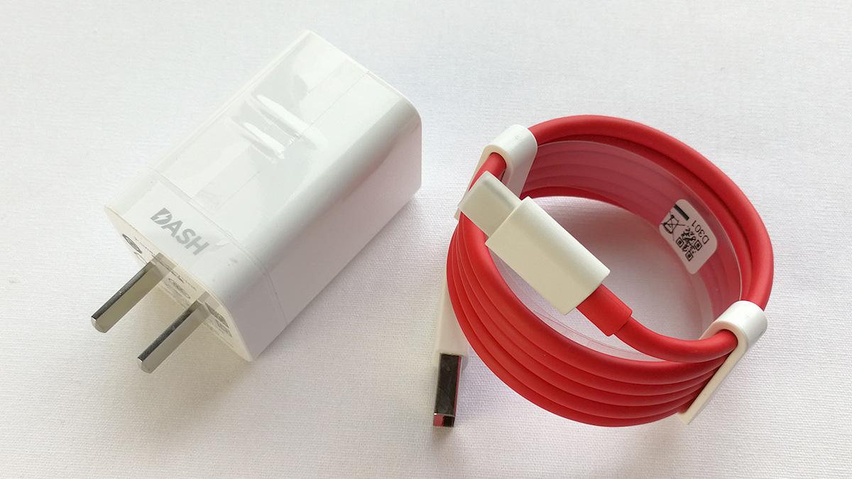 OnePlus 3T 充電器とケーブル