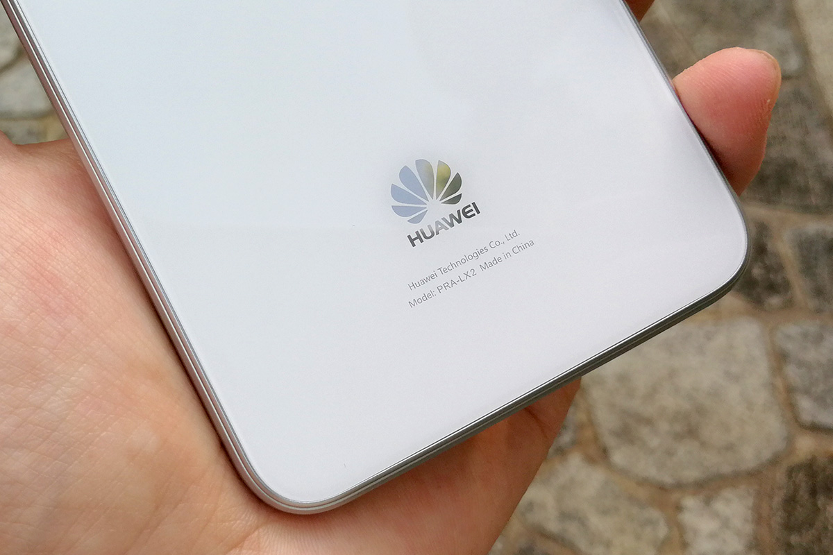 Huawei nova lite 背面ロゴ
