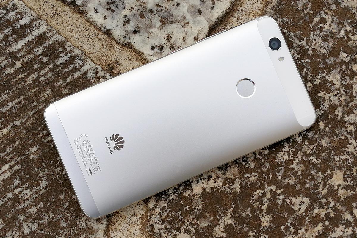 Huawei nova 背面