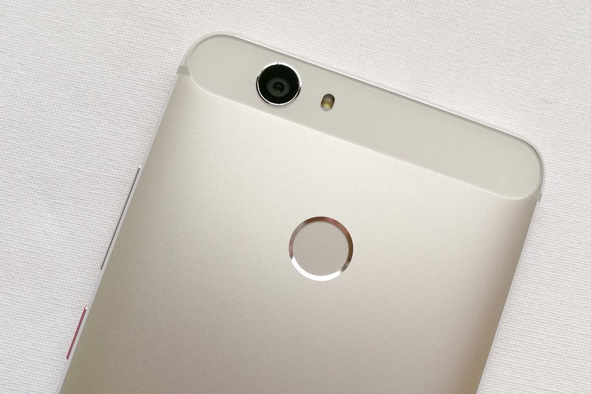Huawei nova 背面カメラと指紋認証センサー