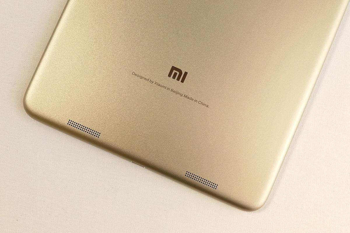 Xiaomi Mi Pad 3 背面のロゴとスピーカー