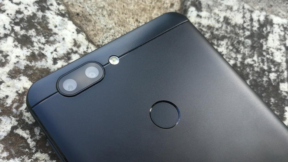 Elephone P8 mini 背面デュアルカメラ
