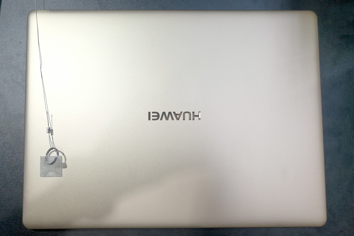 Huawei MateBook X 天板