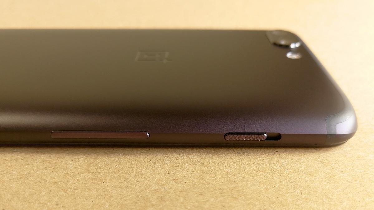 OnePlus 5 デザイン 音量調節ボタンとマナーモードスイッチ