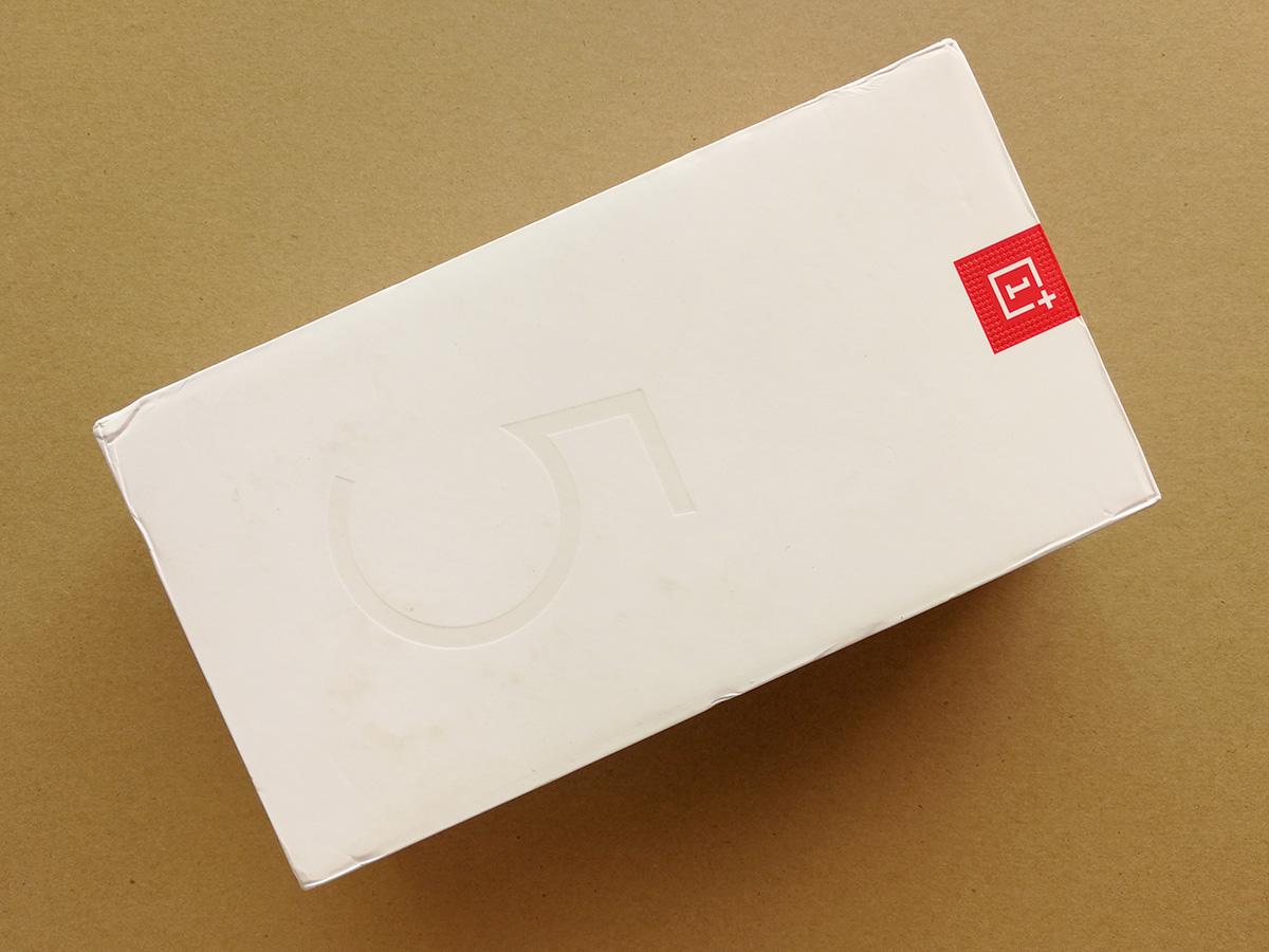 OnePlus 5 パッケージ