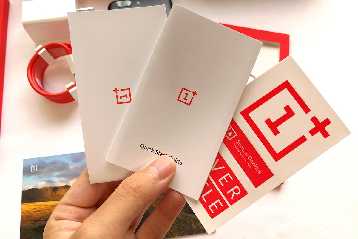 OnePlus 5 説明書やステッカー