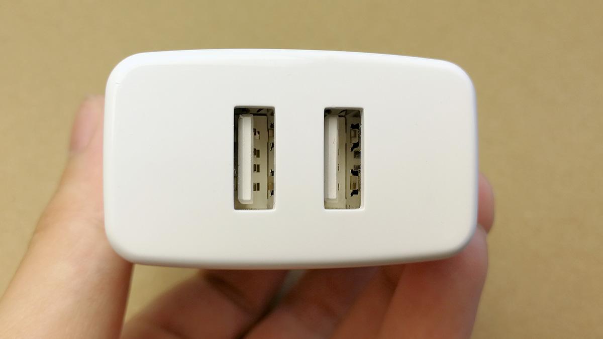 dodocool 2ポート 24W USB充電器 本体ポート部分