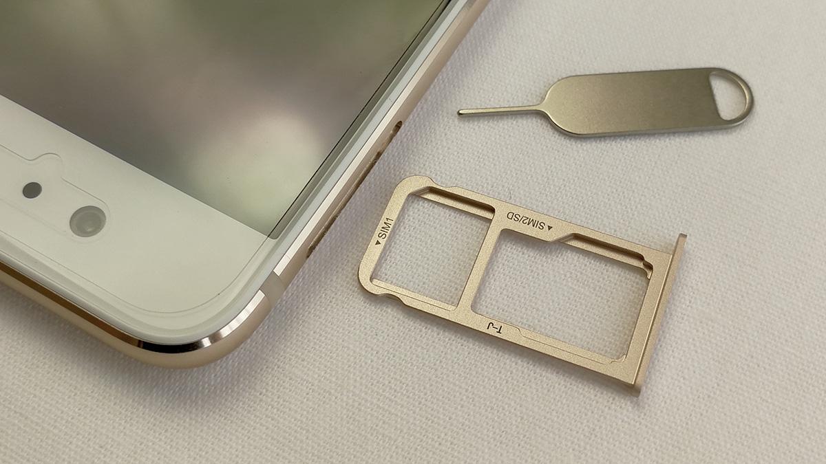 Huawei P10 SIM・MicroSDカードスロット