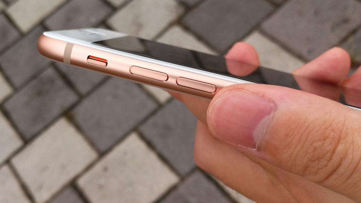 iPhone 8 音量調節ボタンとマナーモードスイッチ