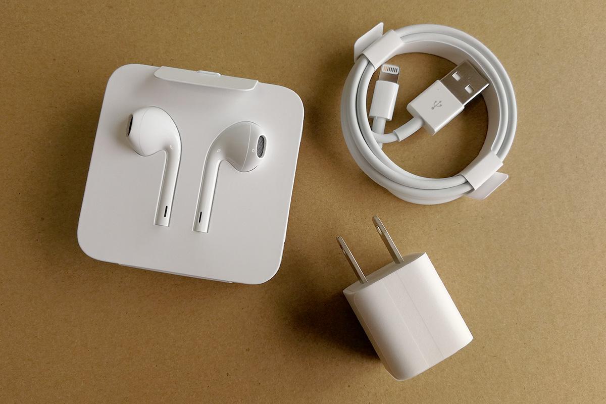 iPhone 8 充電器、Lightningケーブル、EarPods