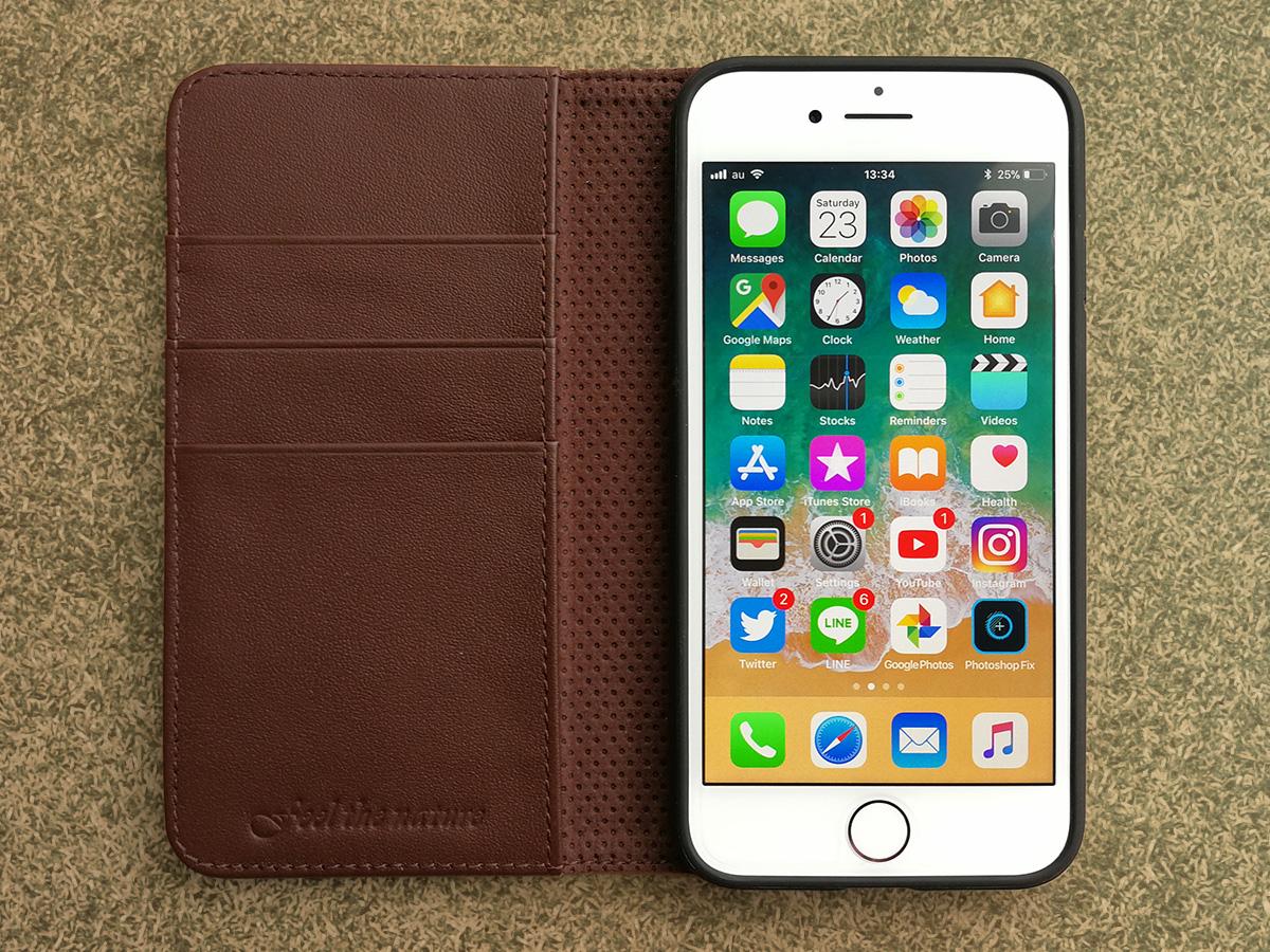 SHIELDON 本革製iPhone 8用手帳ケース 装着した様子