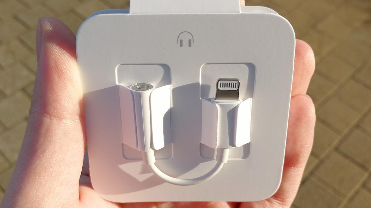 iPhone X Lightning to 3.5オーディオジャック アダプター
