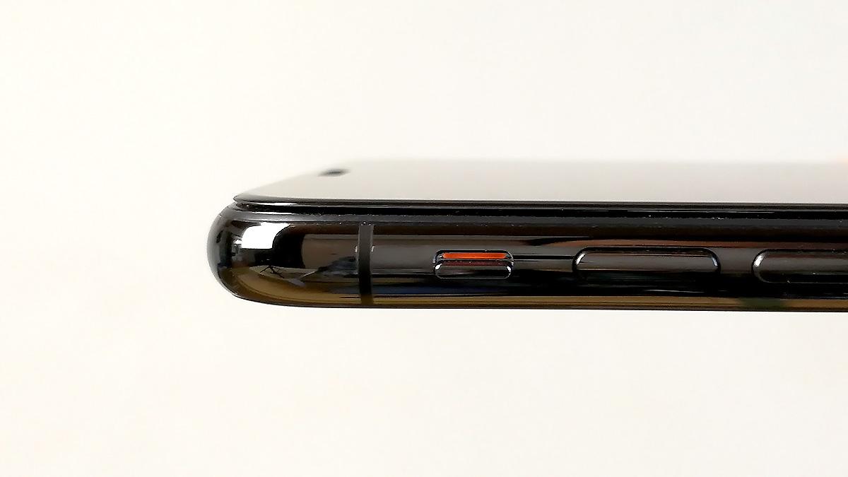 AOOCO iPhone X用 強化ガラス 貼付け後の厚み