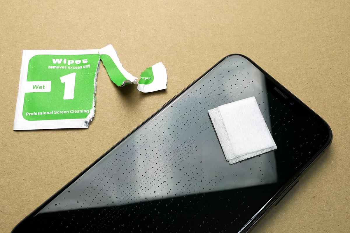 AOOCO iPhone X用 強化ガラス ウェットクリーナーで拭く