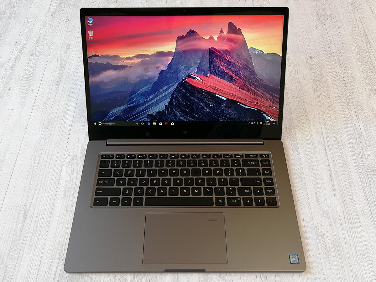 Xiaomi Mi Notebook Pro 蓋を開いた状態