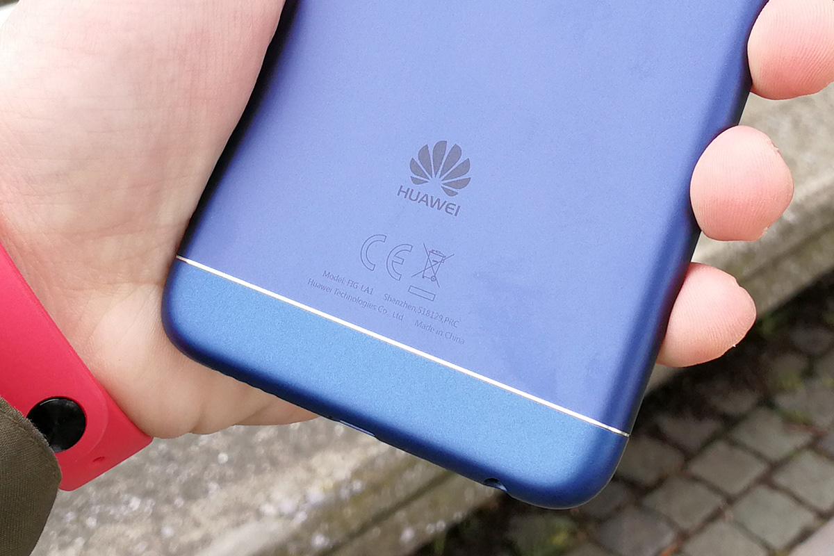 Huawei nova lite 2 背面ロゴ