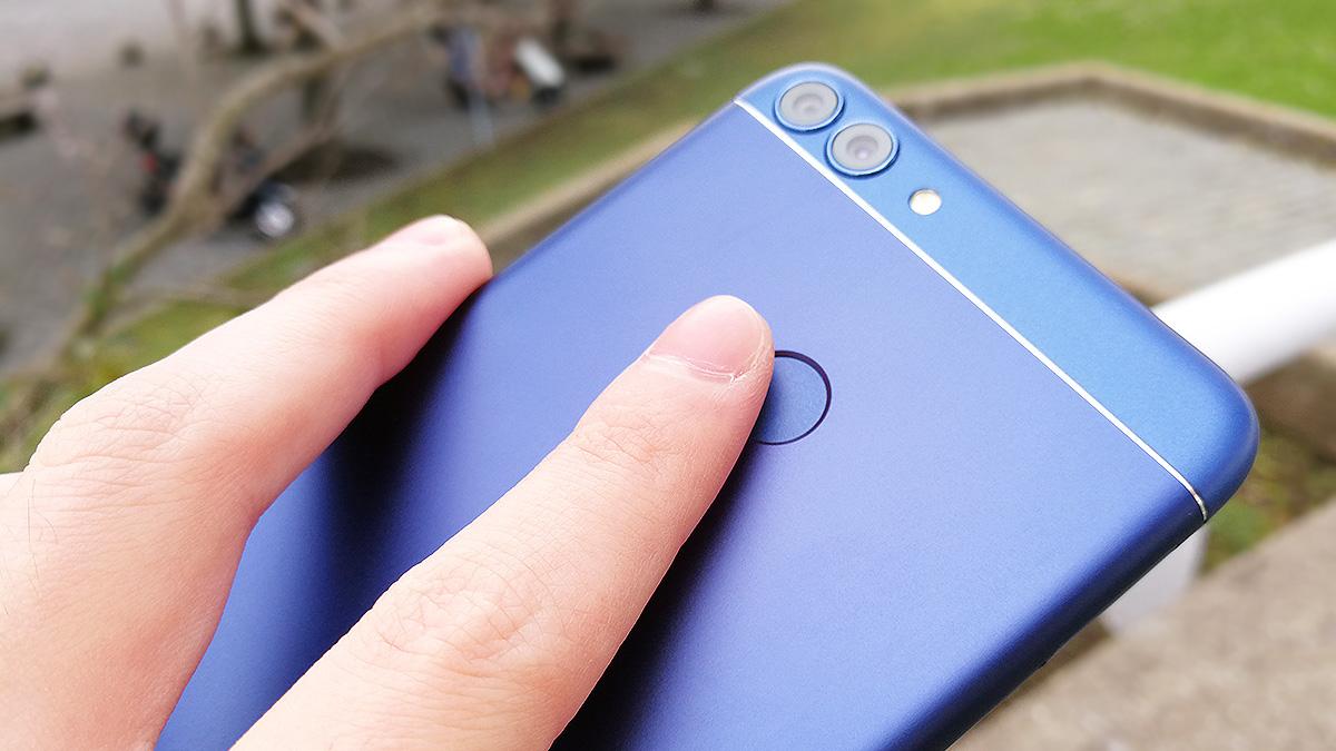 Huawei nova lite 2 背面の指紋認証センサー
