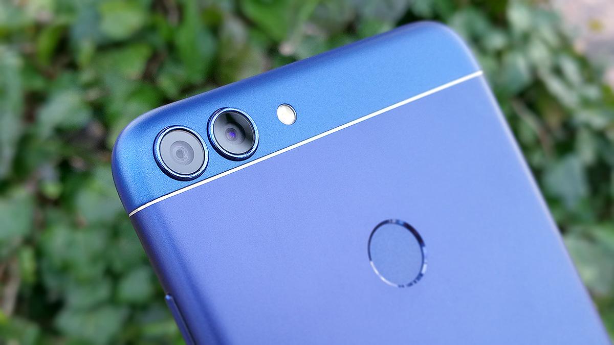 Huawei nova lite 2 背面のデュアルレンズカメラ