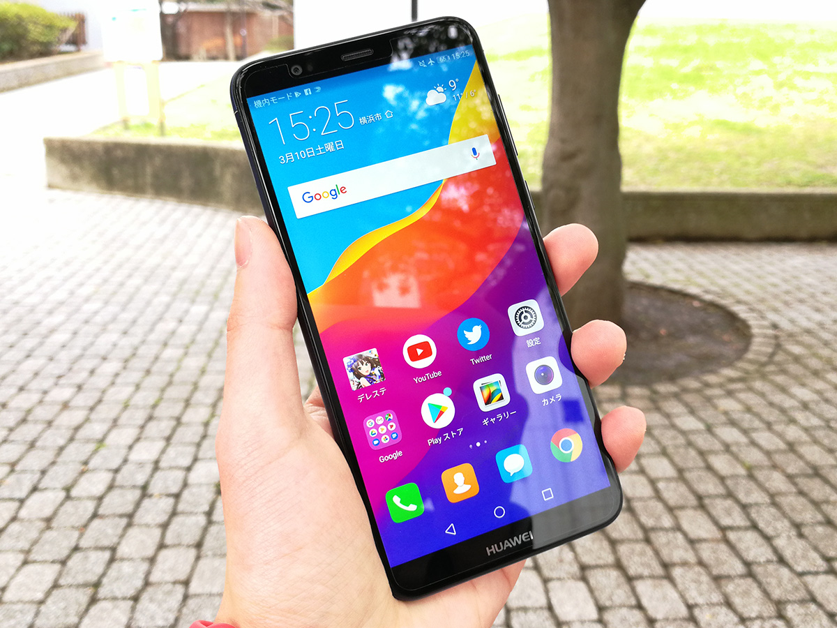 Huawei nova lite 2 片手で持っている様子