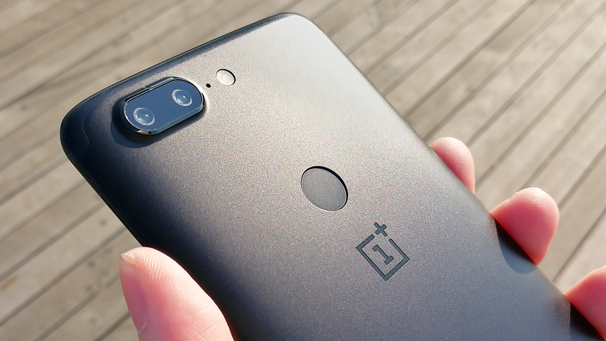 OnePlus 5T 背面デュアルカメラ