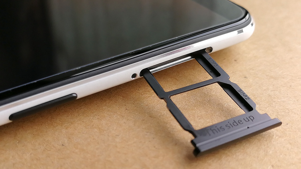 OnePlus 5T サンドストーン・ホワイト SIMカードスロット