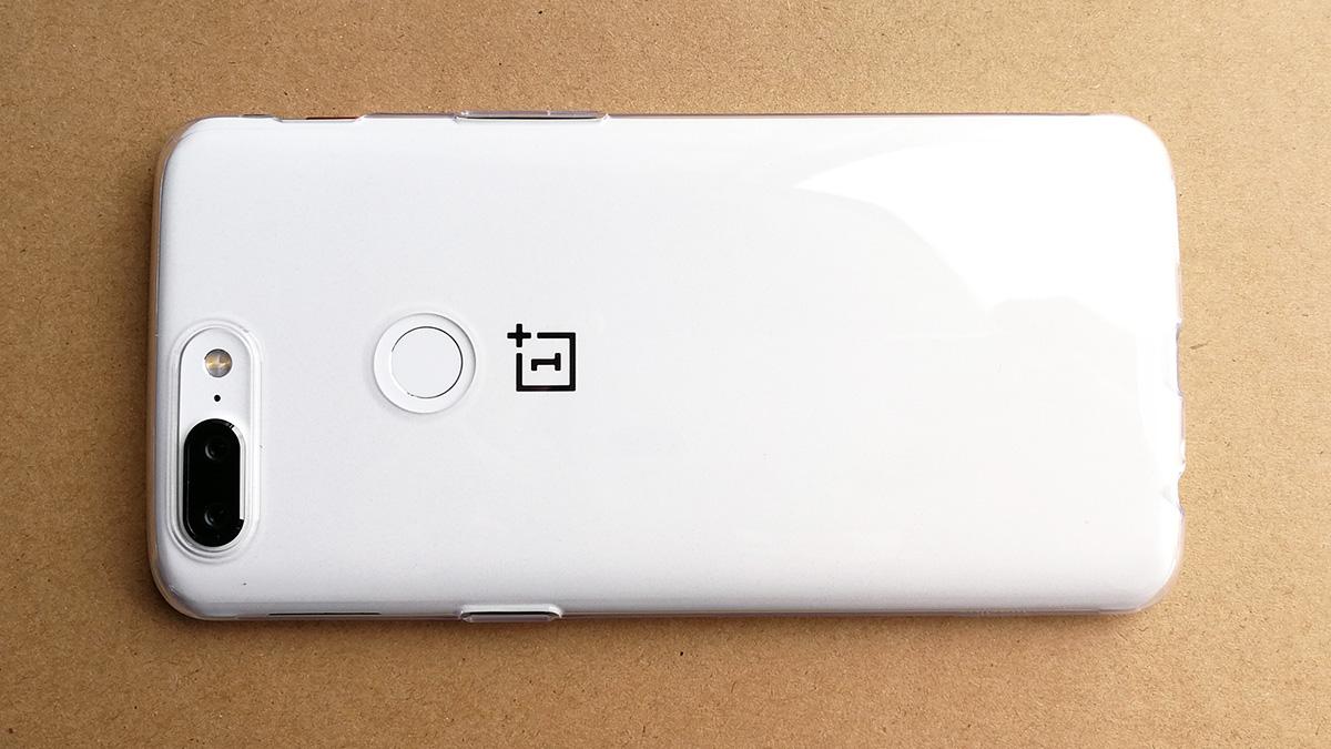OnePlus 5T サンドストーン・ホワイト 背面保護ケース