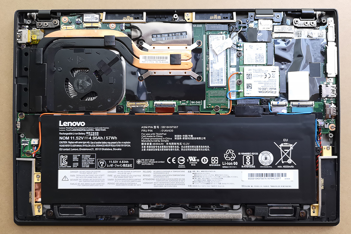ThinkPad X1 Carbon 2018のSSDを換装する / 筐体内部の様子