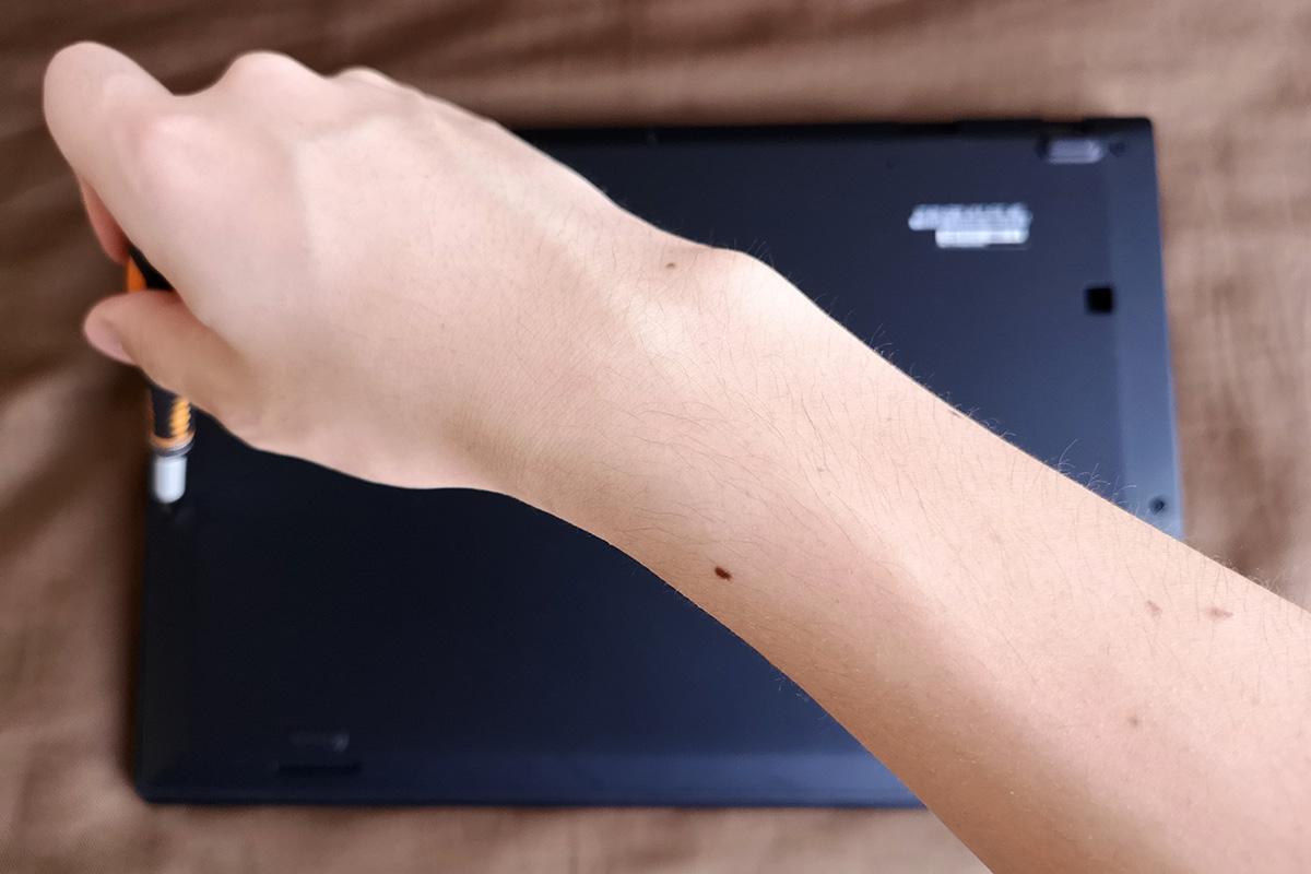 ThinkPad X1 Carbon 2018のSSDを換装する / 裏蓋ネジを取り付ける