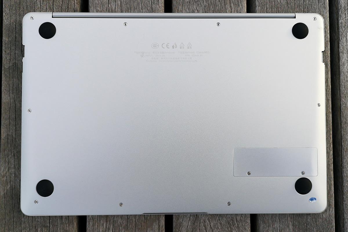 Jumper EzBook X4 裏面