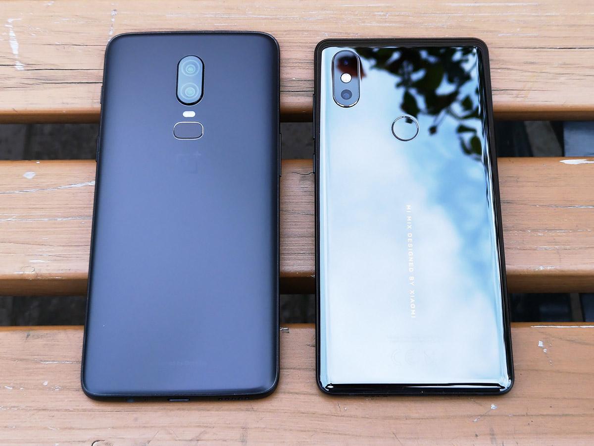 OnePlus 6とXiaomi Mi MIX 2Sの背面を比較
