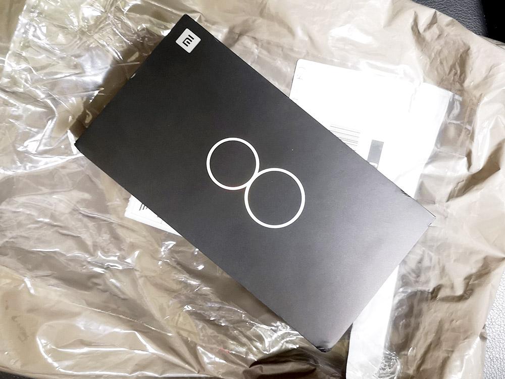 Xiaomi Mi8 パッケージ