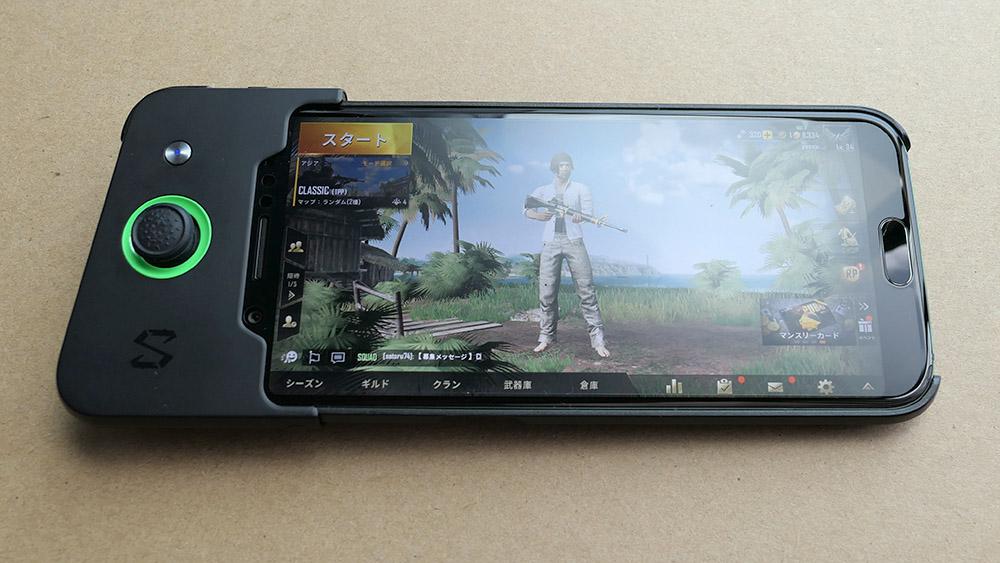 Xiaomi Black Shark コントローラーを装着した様子