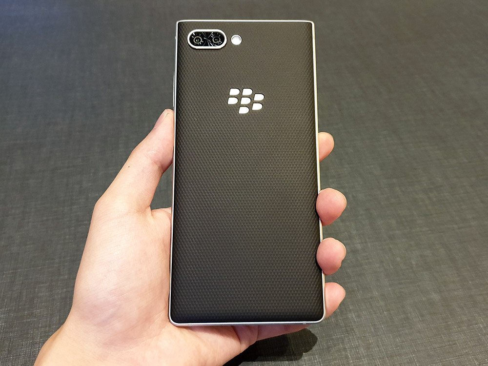 BlackBerry KEY2 背面