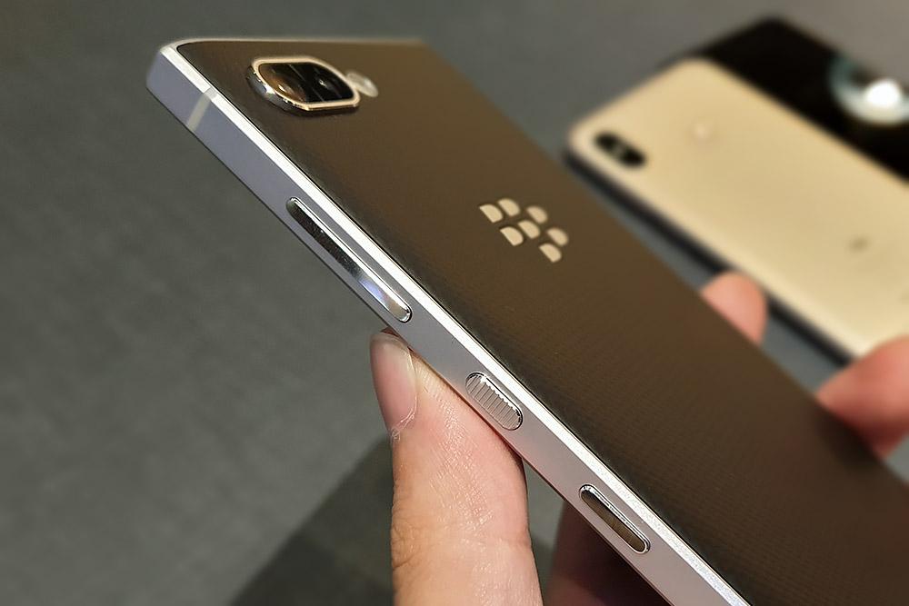 BlackBerry KEY2 物理ボタン